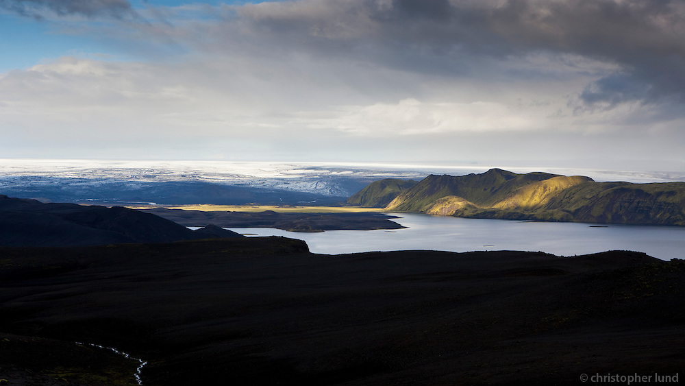 Falleg kvöldbirta á Fögrufjöllum við Langasjó. Evening glow on Fogrufjoll mountains, by lake Langisjor.
