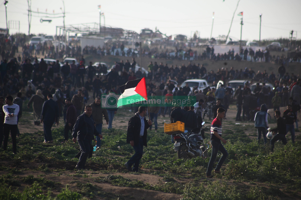March 22, 2019 - Gaza, Palestine - Palestinian protesters clash with Israeli troops following the tents protest where Palestinians demand the right to return to their homeland at the Israel-Gaza border, in Jabalia. Two Palestinians were killed by Israeli fire on March 22 during clashes along the Gaza-Israel border, the health ministry in Hamas-run enclave said. (Credit Image: © Ramez Habboub/Pacific Press via ZUMA Wire)