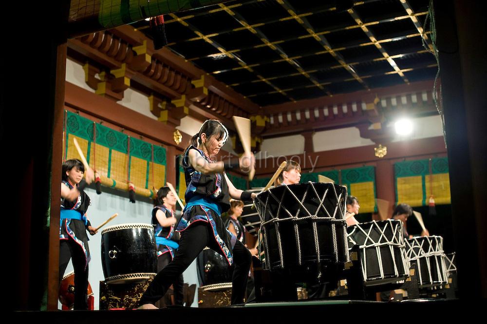 Taiko drummers perform at the end of Yoimiya-sai ritual announcing the start of the annual 3-day Reitaisai grand festival at Tsurugaoka Hachimangu shrine in Kamakura, Japan on  14 Sept. 2012.  Photographer: Robert Gilhooly