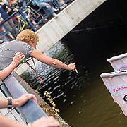 NLD/Amsterdam/20190803 - Gaypride 2019, geldinzameling voor het aidsfonds