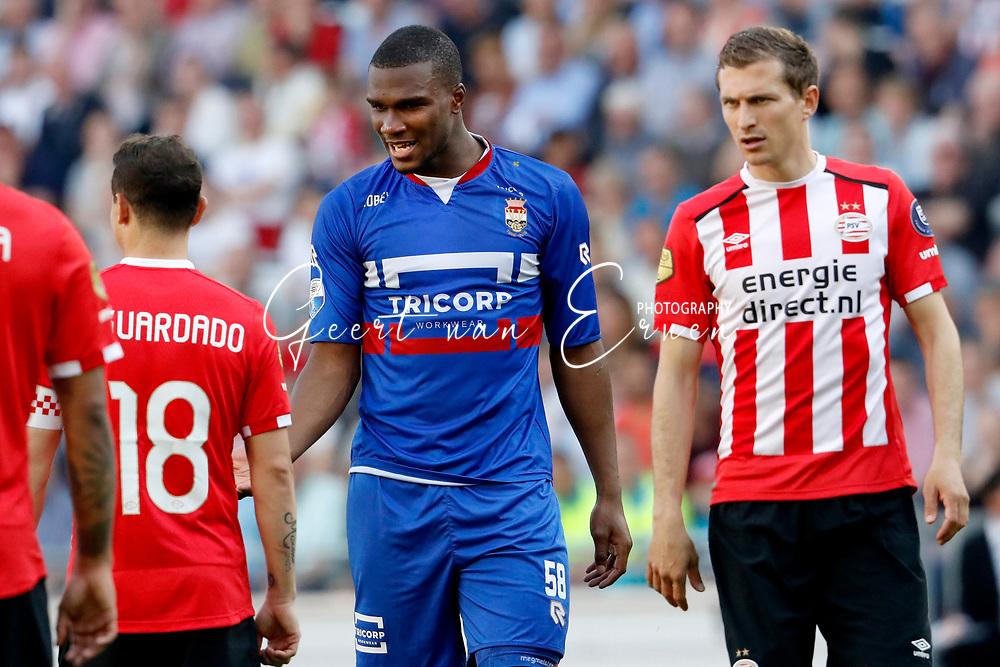 09-04-2017 VOETBAL:PSV-WILLEM II:EINDHOVEN<br /> Obbi Oulare van Willem II boos op Andres Guardado van PSV<br /> <br /> Foto: Geert van Erven