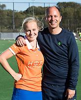 Bloemendaal -  begeleiding Dames I Bloemendaal.<br /> coach Teun de Nooijer met captain Melle Spruijt.  , seizoen hoofdklasse hockey, 2017-2018.  COPYRIGHT KOEN SUYK
