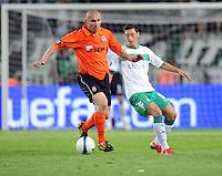 FUSSBALL     UEFA CUP  FINALE  SAISON 2008/2009 Shakhtar Donetsk - SV Werder Bremen 20.05.2009 Mariusz Lewandowski (Shakhtar links) gegen Mesut Oezil (Bremen)