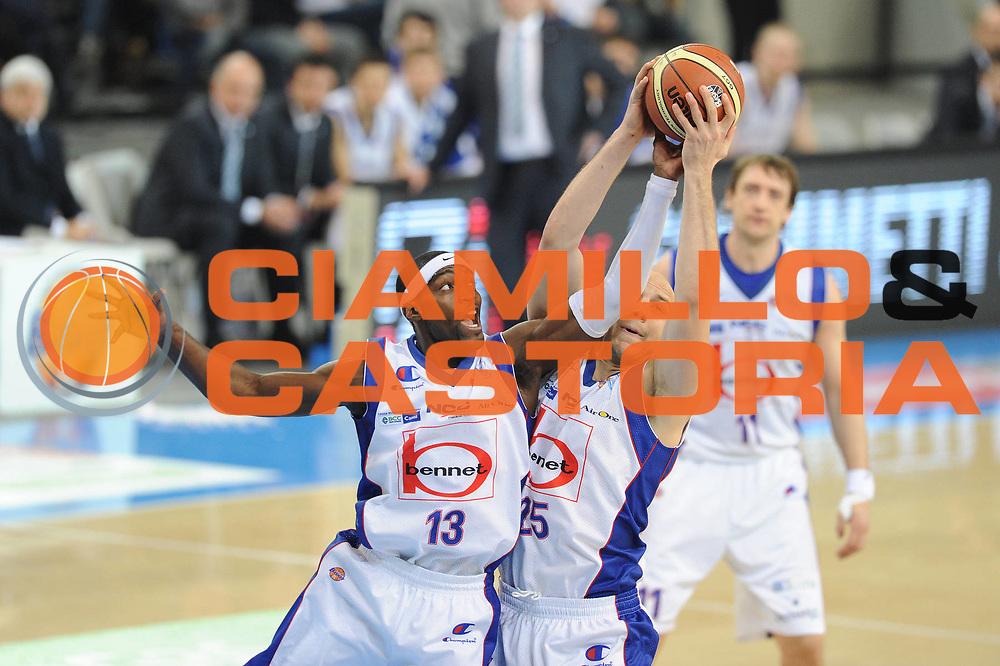 DESCRIZIONE : Torino Coppa Italia Final Eight 2012 Finale Montepaschi Siena Bennet Cantu <br /> GIOCATORE : Doron Perkins<br /> CATEGORIA : rimbalzo<br /> SQUADRA : Bennet Cantu<br /> EVENTO : Suisse Gas Basket Coppa Italia Final Eight 2012<br /> GARA : Montepaschi Siena Bennet Cantu<br /> DATA : 19/02/2012<br /> SPORT : Pallacanestro<br /> AUTORE : Agenzia Ciamillo-Castoria/GiulioCiamillo<br /> Galleria : Final Eight Coppa Italia 2012<br /> Fotonotizia : Torino Coppa Italia Final Eight 2012 Finale Montepaschi Siena Bennet Cantu<br /> Predefinita :