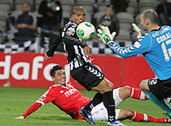 Portugal, FUNCHAL : Benfica's Paraguayan forward Cardozo (L )  watches the ball go past  during Portuguese League football match Nacional vs Benfica at Madeira Stadium in Funchal on February 10, 2013.  PHOTO/ GREGORIO CUNHA.