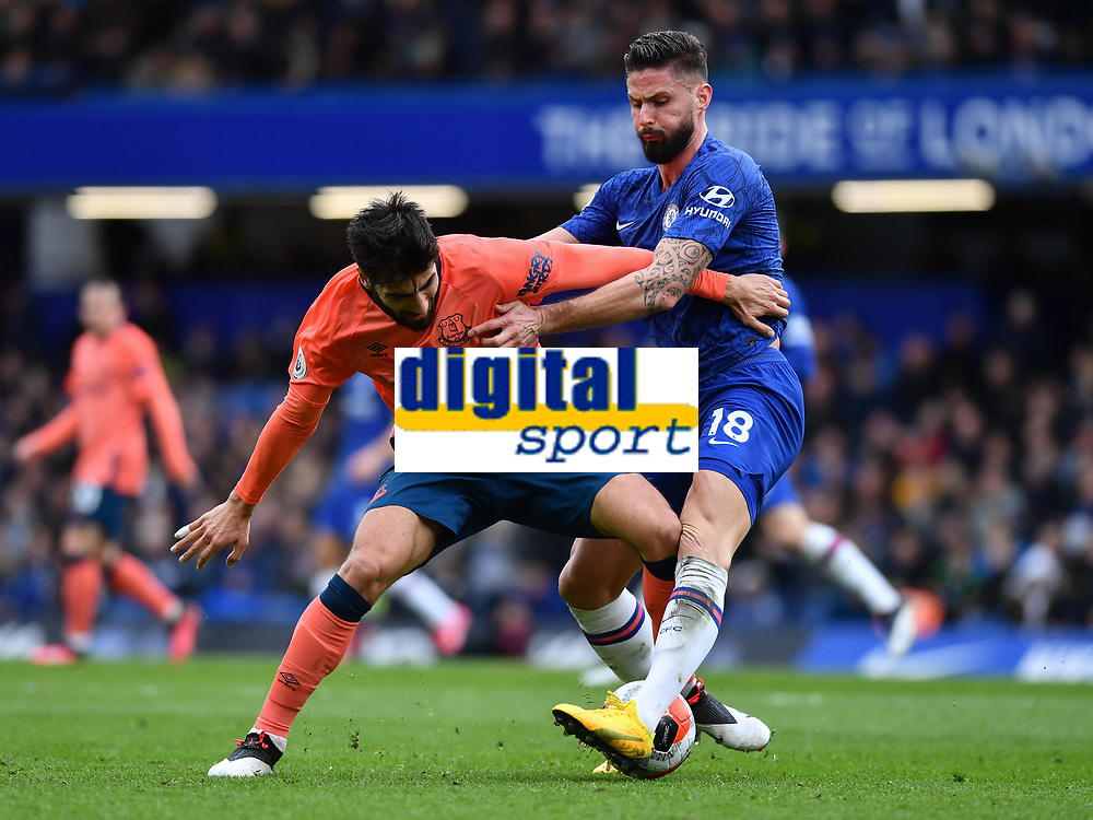 Football - 2019 / 2020 Premier League - Chelsea vs. Everton<br /> <br /> Chelsea's Olivier Giroud battles with Everton's Andre Gomes, at Stamford Bridge.<br /> <br /> COLORSPORT/ASHLEY WESTERN