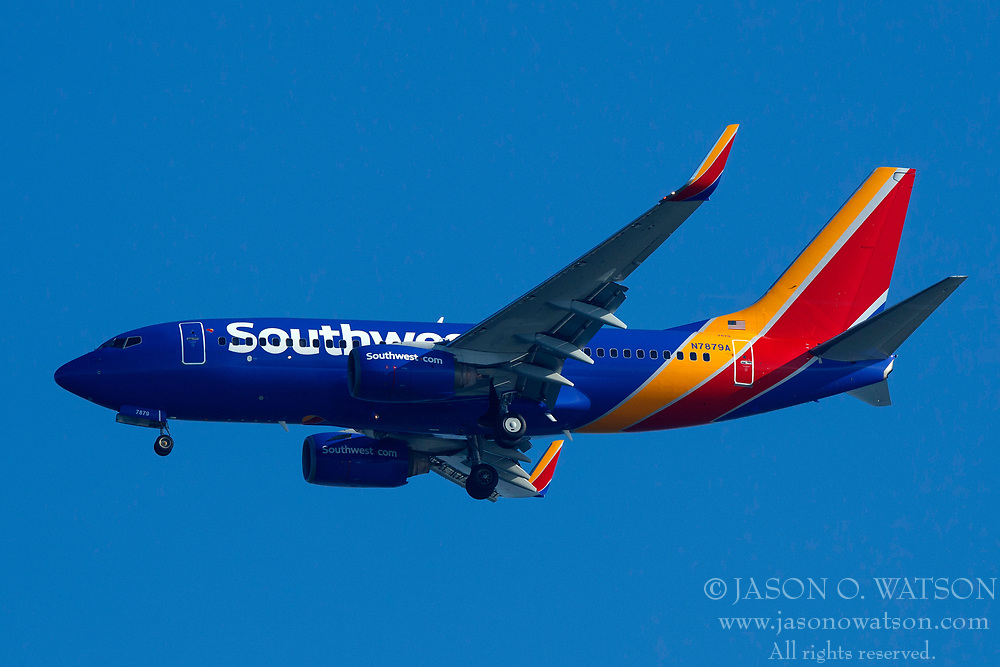 Boeing 737-7K9 (N7879A) operated by Southwest Airlines on approach to San Francisco International Airport (SFO), San Francisco, California, United States of America