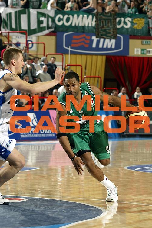 DESCRIZIONE : FORLI FINAL 8 COPPA ITALIA LEGA A1 2005<br />GIOCATORE : VANTERPOOL<br />SQUADRA : MONTEPASCHI SIENA<br />EVENTO : FINAL 8 COPPA ITALIA LEGA A1 2005<br />GARA : VERTICAL VISION CANTU-MONTEPASCHI SIENA<br />DATA : 17/02/2005<br />CATEGORIA : Palleggio<br />SPORT : Pallacanestro<br />AUTORE : AGENZIA CIAMILLO &amp; CASTORIA/S.Ceretti