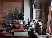 La bottega dell'artigiano del corallo Platimiro Fiorenza, recentemente iscritto dall&rsquo;UNESCO fra i Tesori Umani Viventi nel Libro dei Saperi del Registro delle Eredit&agrave; Immateriali, per la sua antica e prestigiosa tradizione artigiana.<br /> Workshop of Platimiro Fiorenza, artisan working coral , recently registered with the UNESCO Living Human Treasures in the Book of Knowledge of the Register of Intangible Heritage, for his ancient and prestigious tradition of craftsmanship