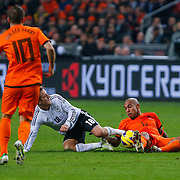 NLD/Amsterdam/20121114 - Vriendschappelijk duel Nederland - Duitsland, Nigel de Jong in duel met Lewis Holtby