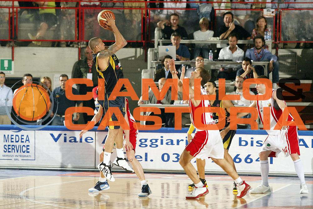 DESCRIZIONE : Varese Lega A1 2006-07 Whirlpool Varese Legea Scafati<br /> GIOCATORE : Apodaca<br /> SQUADRA : Legea Scafati<br /> EVENTO : Campionato Lega A1 2006-2007 <br /> GARA : Whirlpool Varese Legea Scafati<br /> DATA : 21/04/2007 <br /> CATEGORIA : Tiro<br /> SPORT : Pallacanestro <br /> AUTORE : Agenzia Ciamillo-Castoria/G.Cottini