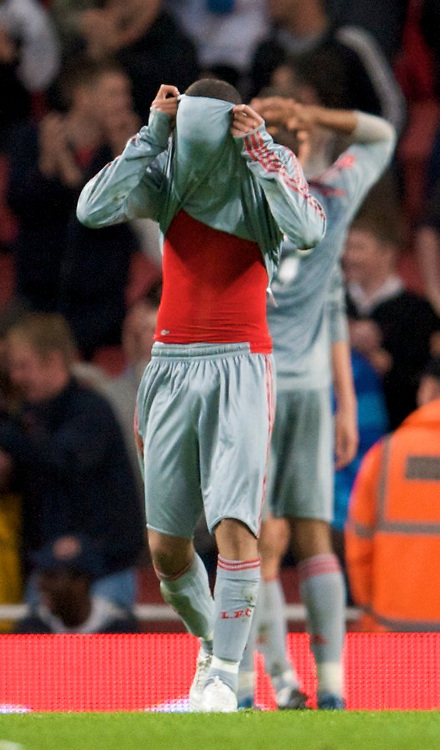 LONDON, ENGLAND - Friday, May 22, 2009: Liverpool's Thomas Ince looks dejected during his side's 4-1 defeat by Arsenal during the FA Youth Cup Final 1st Leg match at the Emirates Stadium. (Photo by David Rawcliffe/Propaganda)