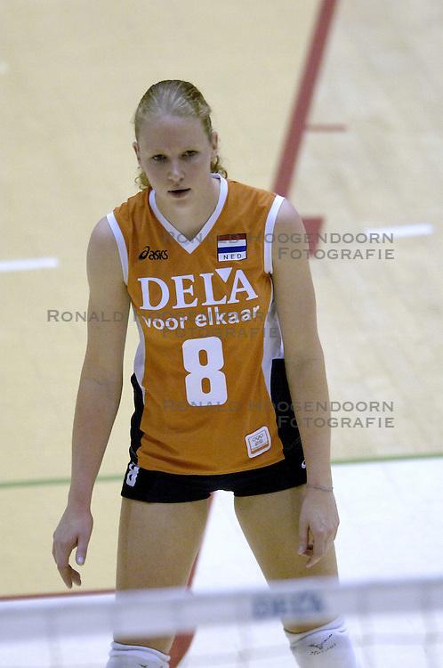 16-10-2006 VOLLEYBAL: DELA TROPHY: NEDERLAND - CUBA: ROTTERDAM<br /> De Nederlandse volleybalsters hebben de derde wedstrijd in de testserie tegen Cuba, met als inzet de Dela Cup, verloren. In Rotterdam zegevierde Cuba met 3-1 / Alice Blom<br /> &copy;2006-WWW.FOTOHOOGENDOORN.NL