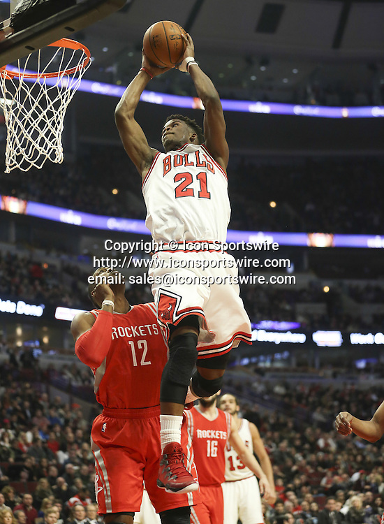 Jan. 5, 2015 - Chicago, IL, USA - Chicago Bulls guard Jimmy Butler (21) slams an alley-oop pass from Chicago Bulls guard Derrick Rose (1) during the first half on Monday, Jan. 5, 2015, at the United Center in Chicago