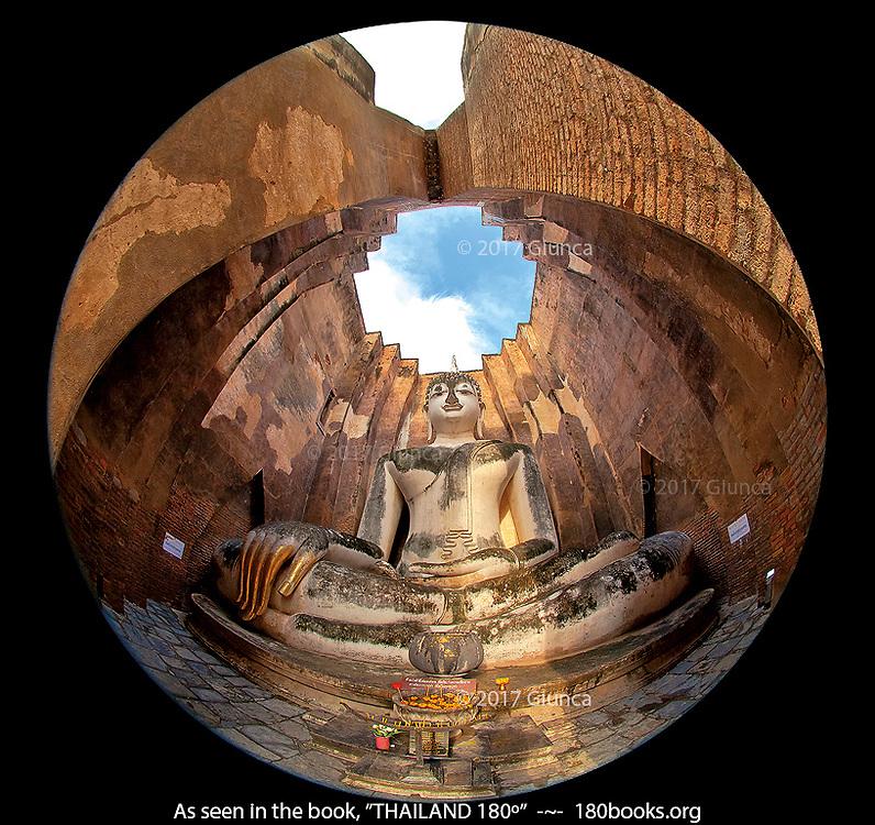 Wat Si Chum in Sukhothai, Thailand