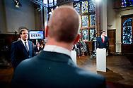 De lijsttrekkers maken zich klaar voor het Noordelijk Lijsttrekkersdebat in de aula van het Academiegebouw van de Rijksuniversiteit in Groningen.