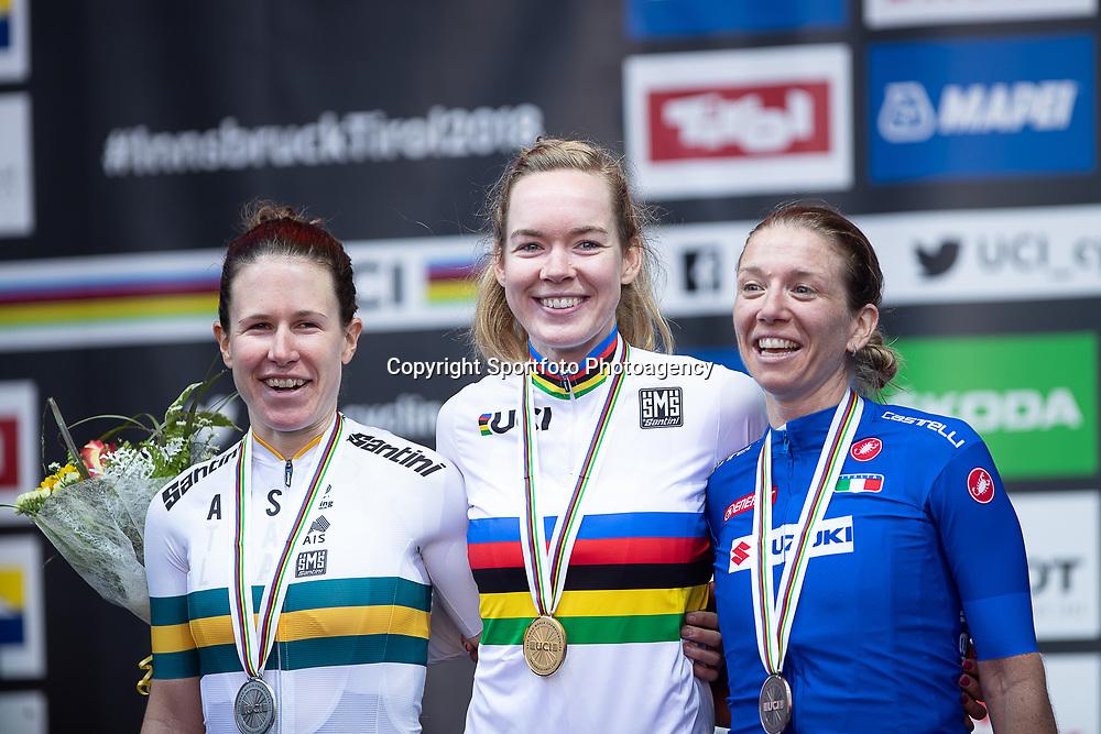 29-09-2018: WK wielrennen: weg vouwen: Innsbruck<br /> Anna van der Breggen is in Innsbruck wereldkampioene op de weg geworden. De Overijsselse reed met een solo van veertig kilometer lang naar de winst. Zilver ging naar de Australische Amanda Spratt en derde Tatiana Guderzo