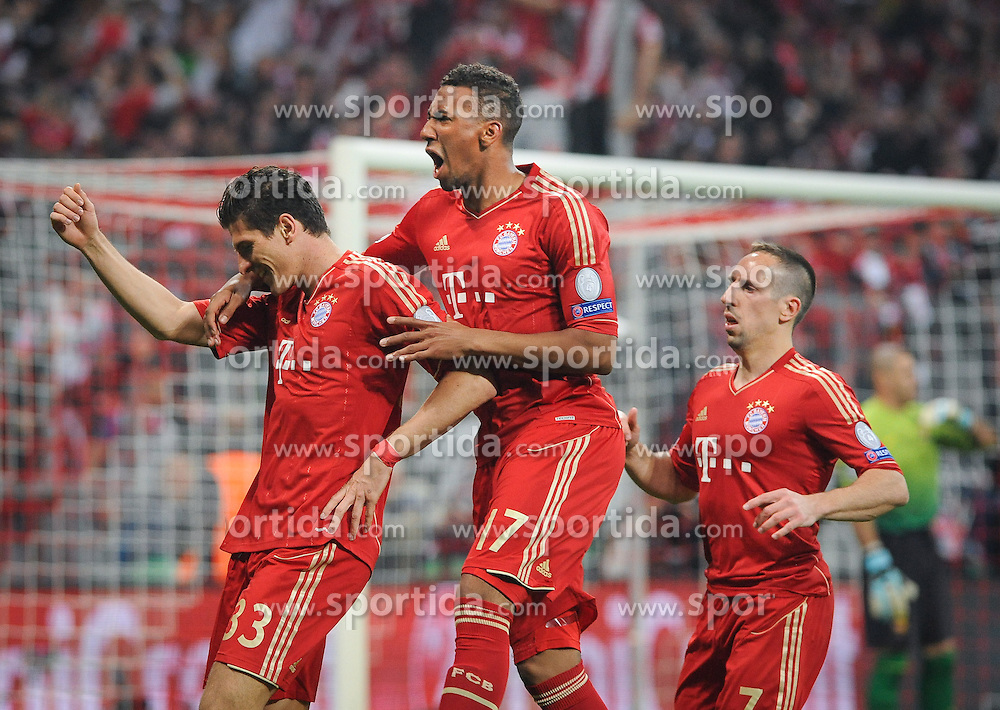 23.04.2013, Allianz Arena, Muenchen, GER, UEFA CL, FC Bayern Muenchen vs FC Barcelona, Halbfinale, Hinspiel, im Bild Freude bei Mario GOMEZ (FC Bayern Muenchen) nach seinem Tor zum 2:0:, V.l.n.r.: Mario GOMEZ (FC Bayern Muenchen), Jerome BOATENG (FC Bayern Muenchen) und Franck RIBERY (FC Bayern Muenchen) // during UEFA Champions League 1st Leg Semifinal Match between FC Bayern Munich and FC Barcelona at the Allianz Arena, Munich, Germany on 2013/04/23. EXPA Pictures © 2013, PhotoCredit: EXPA/ Eibner/ Wolfgang Stuetzle..***** ATTENTION - OUT OF GER *****
