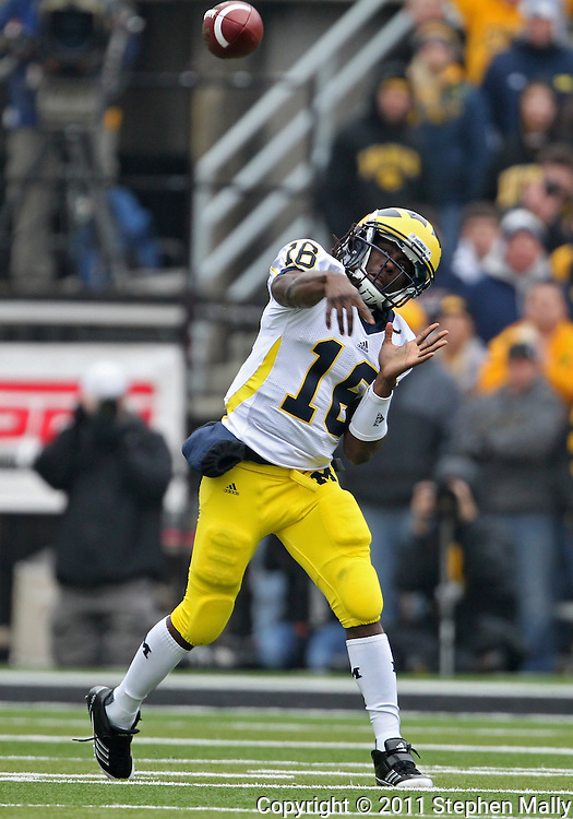 November 05, 2011: Michigan Wolverines quarterback Denard Robinson (16) passes the ball during the first quarter of the NCAA football game between the Michigan Wolverines and the Iowa Hawkeyes at Kinnick Stadium in Iowa City, Iowa on Saturday, November 5, 2011. Iowa defeated Michigan 24-16.