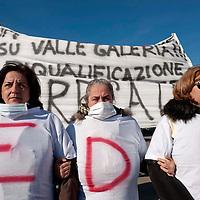 Manifestazione contro la discarica a Monti dell'Ortaccio
