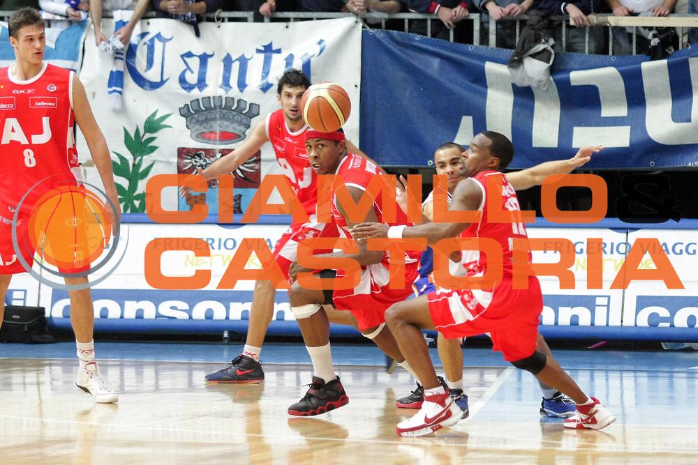 DESCRIZIONE : Cantu Lega A1 2007-08 Tisettanta Cantu Armani Jeans Milano<br /> GIOCATORE : Melvin Booker<br /> SQUADRA : Armani Jeans Milano<br /> EVENTO : Campionato Lega A1 2007-2008<br /> GARA : Tisettanta Cantu Armani Jeans Milano<br /> DATA : 16/12/2007<br /> CATEGORIA : Rimbalzo<br /> SPORT : Pallacanestro<br /> AUTORE : Agenzia Ciamillo-Castoria/S.Ceretti