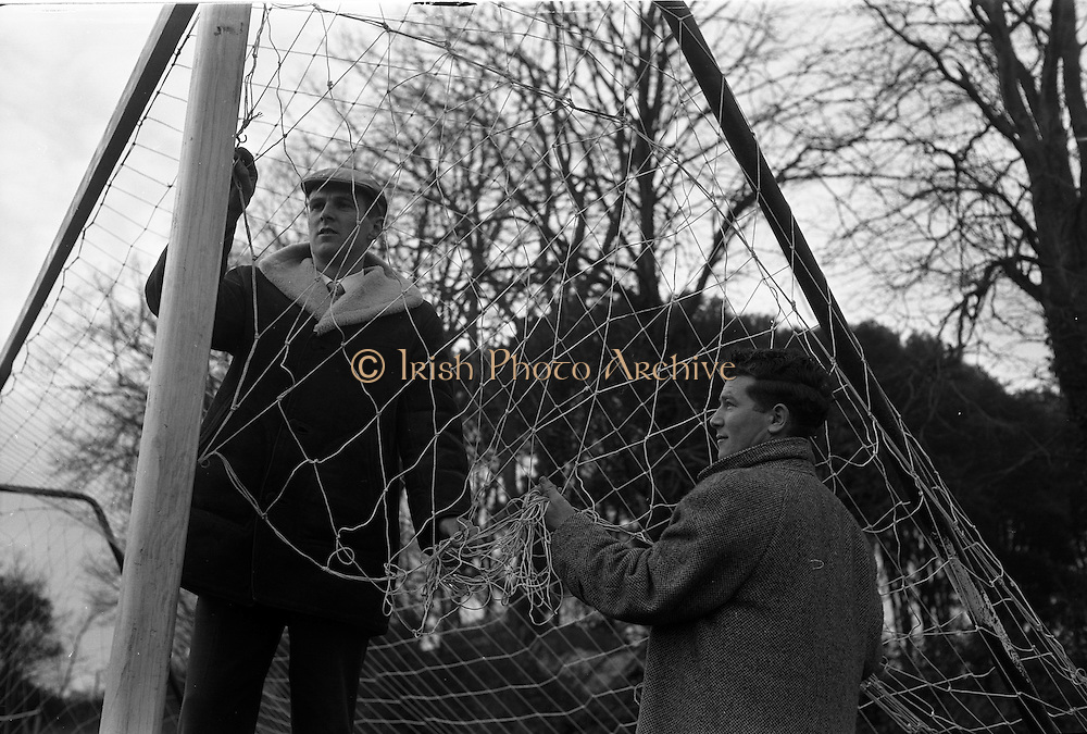 16/12/1962<br /> 12/16/1962<br /> 16 December 1962<br /> New goal nets at Belgrove Park, Mount Prospect Avenue, Dublin. Nets made by I.C.I., image shows the nets being hung.