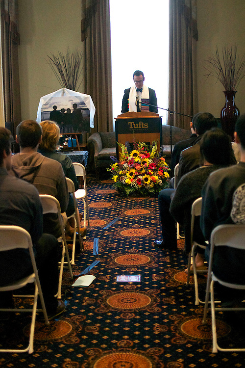 4/11/15 – Medford/Somerville, MA – Reverend Greg McGonigle, Tufts University Chaplain, leads the memorial of Julia and Griffin Lee on Saturday, Apr. 11, 2015. (Sofie Hecht / The Tufts Daily)