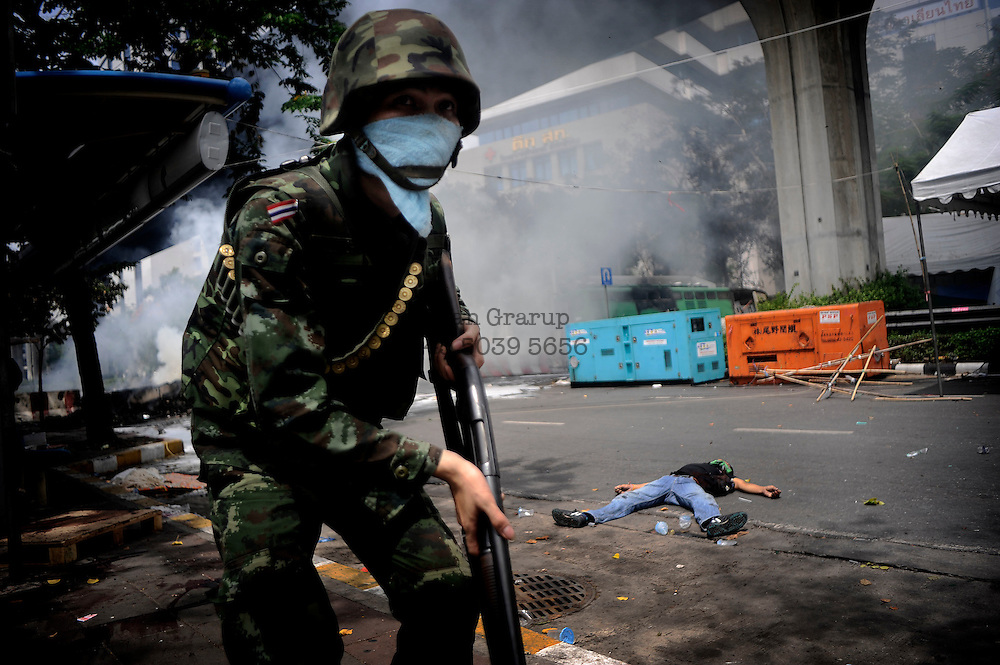 Bangkok unrest. wed.19-2010<br /> <br /> In the early morning hours, the Thai goverment soldiers moved into the occupied &quot;red shirt&quot; zone. fierce firefights broke out killing several soldiers and demonstrators. later in the afternoon, red shirts sat fire to the stockexchange and a shopping mall.
