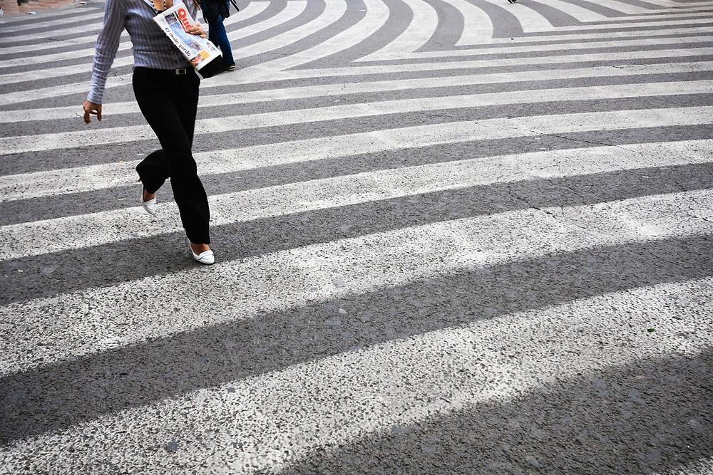 Pedestrian crossing, Valencia, Spain.<br /> Picture date: Thursday April 5, 2007.<br /> Photograph by Christopher Ison &copy;<br /> 07544044177<br /> chris@christopherison.com<br /> www.christopherison.com