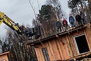 © Benjamin Girette / IP3 PRESS : le 23 Novembre 2012 - Operation d'evacuation par les forces de police des nouvelles constructions de la foret de Rohanne - Dans la ZAD (Zone a Defendre) - Territoire prévu pour le projet d'aeroport - a proximité de Notre Dame des Landes.