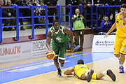 DESCRIZIONE : Porto San Giorgio Lega A 2013-14 Sutor Montegranaro Montepaschi Siena<br /> GIOCATORE : Josh Carter<br /> CATEGORIA : contropiede palleggio<br /> SQUADRA : Sutor Montegranaro Montepaschi Siena<br /> EVENTO : Campionato Lega A 2013-2014<br /> GARA : Sutor Montegranaro Montepaschi Siena<br /> DATA : 03/03/2014<br /> SPORT : Pallacanestro <br /> AUTORE : Agenzia Ciamillo-Castoria/C.De Massis<br /> Galleria : Lega Basket A 2013-2014  <br /> Fotonotizia : Porto San Giorgio Lega A 2013-14 Sutor Montegranaro Montepaschi Siena<br /> Predefinita :
