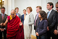 12-5-2014 - THE HAGUE - MPs have the Dalai Lama a khata, a ceremonial scarf, received in the building of the House of Representatives. The spiritual leader of Tibet in the Old Hall met with MPs from the Committee on Foreign Affairs. Right commission chairman Angelien Eijsink Jesse Klaver (GL), Martin Bosma (PVV), Harry van Bommel (SP), Han ten Broeke (VVD). COPYRIGHT ROBIN UTRECHT