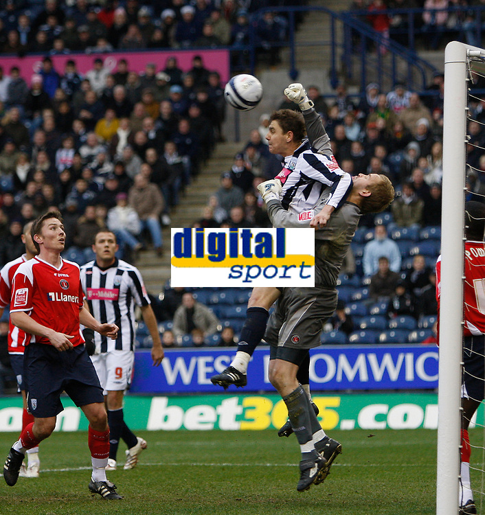 Photo: Steve Bond/Sportsbeat Images.<br /> West Bromwich Albion v Charlton Athletic. Coca Cola Championship. 15/12/2007. Keeper Nicky Weaver punches as he is challanged by Zoltan Gera