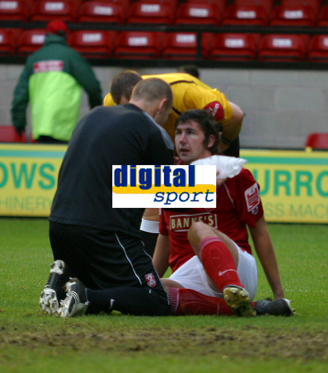 Photo: Dave Linney.<br />Walsall v Yeovil Town. The FA Cup. 03/12/2005.<br />Ian Rpoer receives treatment within minutes of the start of the game.