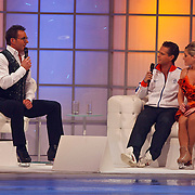 NLD/Hilversum/20110204 - 2e Liveshow Sterren Dansen op het IJs 2011, Danny de Munk met schaatspartner Kristen Treni op de bank bij Gerard Joling