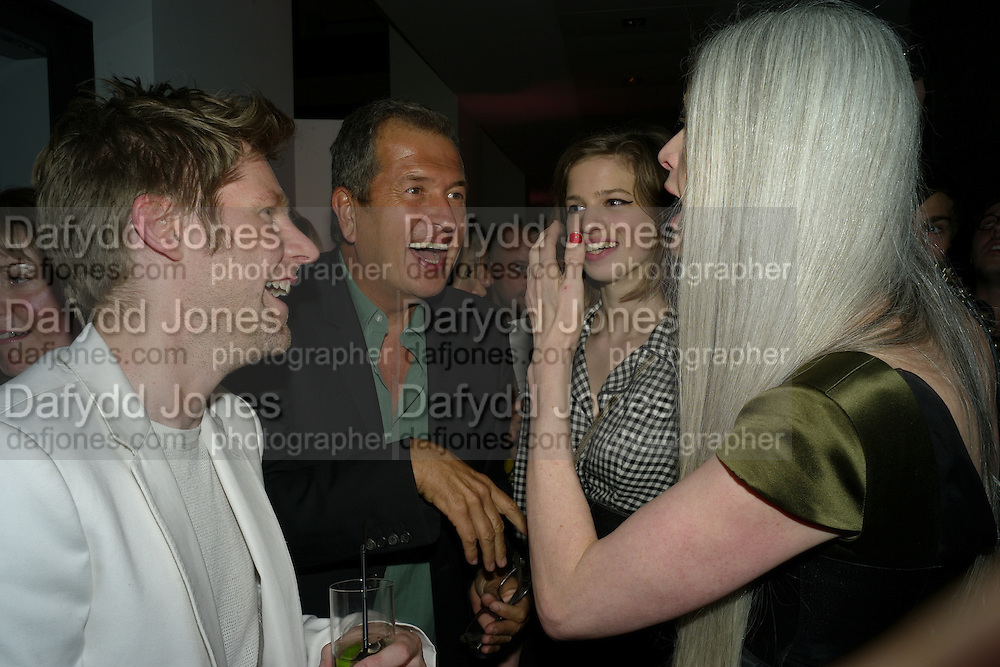 CHRISTOPHER BAILEY; MARIO TESTINO;  LILY MCMENAMY; KRISTIN MCMENAMY;, Afterparty for Burberry  Spring/Summer 2010 Show. Horseferry House. Horseferry Rd. London sW1.  London Fashion Week.  22 September 2009.  *** Local Caption *** -DO NOT ARCHIVE-© Copyright Photograph by Dafydd Jones. 248 Clapham Rd. London SW9 0PZ. Tel 0207 820 0771. www.dafjones.com.<br /> CHRISTOPHER BAILEY; MARIO TESTINO;  LILY MCMENAMY; KRISTIN MCMENAMY;, Afterparty for Burberry  Spring/Summer 2010 Show. Horseferry House. Horseferry Rd. London sW1.  London Fashion Week.  22 September 2009.