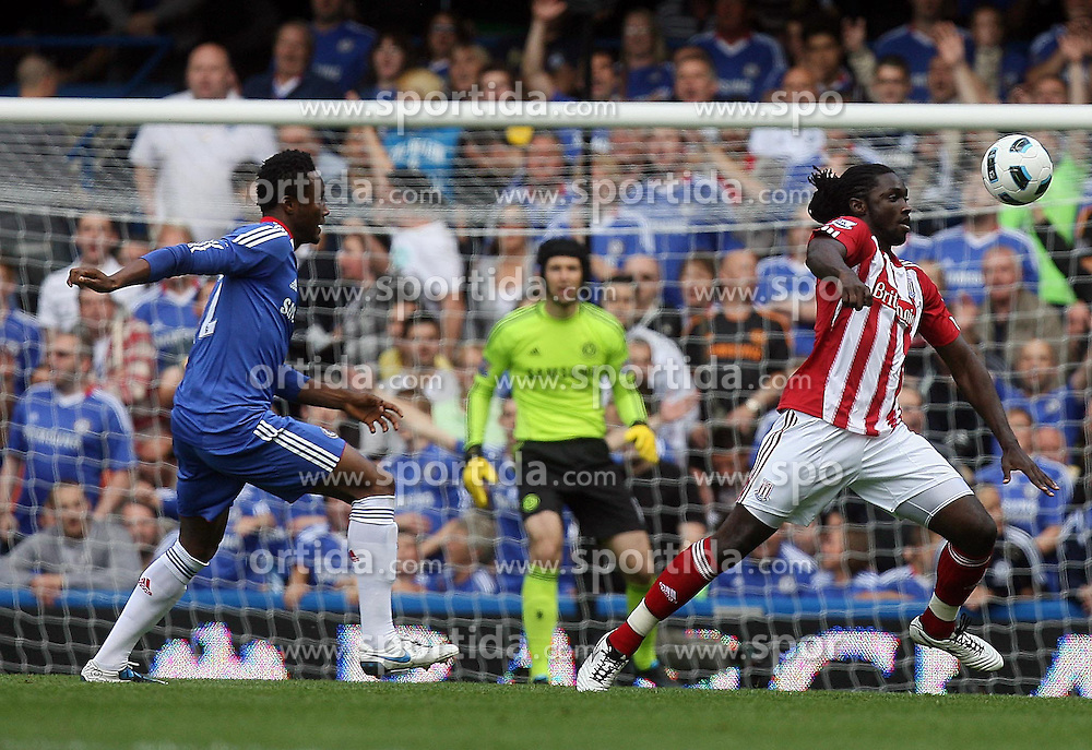 28.08.2010, Stamford Bridge, London, ENG, PL, FC Chelsea vs Stoke City, im Bild Action involving Stoke City's Kenwyne Jones  and Mikel John Obi of Chelsea. EXPA Pictures © 2010, PhotoCredit: EXPA/ IPS/ Marcello Pozzetti +++++ ATTENTION - OUT OF ENGLAND/UK +++++ / SPORTIDA PHOTO AGENCY