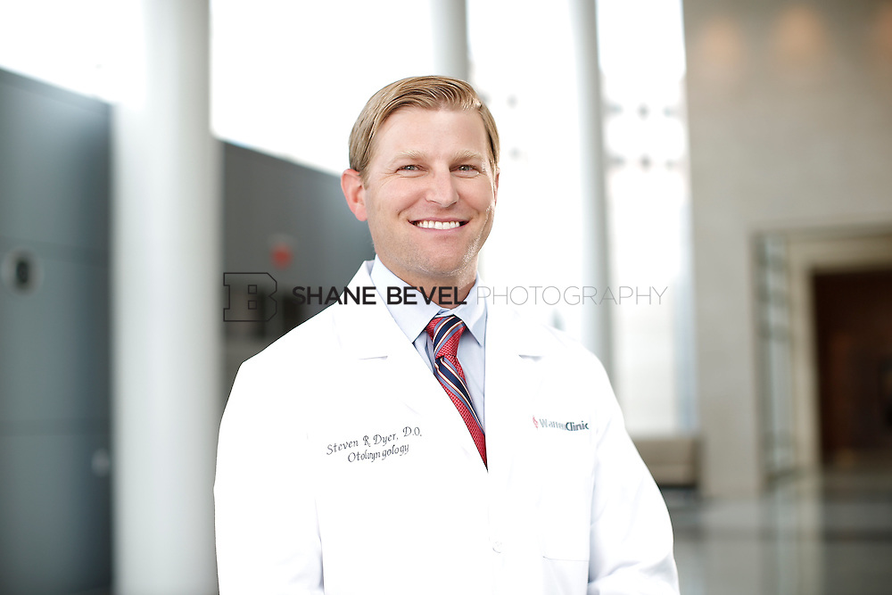 7/22/15 3:23:20 PM -- Dr. Steven Dyer poses for a portrait. <br /> <br /> Photo by Shane Bevel