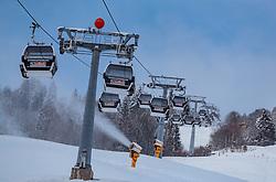 09.11.2016, Hinterglemm, AUT, Skicircus Saalbach Hinterglemm Leogang Fieberbrunn, im Bild Gondeln und Schneekanonen der Schönleitenbahn. Etwa 1000 Schneeerzeuger (750 Schneekanonen und 250 Schneelanzen) kommen dabei im grössten Skigebiet Österreichs zum Einsatz // Gondolas and snow cannons of the Schönleitenbahn. Around 1,000 Snow making machines (750 snow cannons and 250 snow lances) in the largest ski Ressort in Austria are used to make white slopes, Hinterglemm, Austria on 2016/11/09. EXPA Pictures © 2016, PhotoCredit: EXPA/ JFK