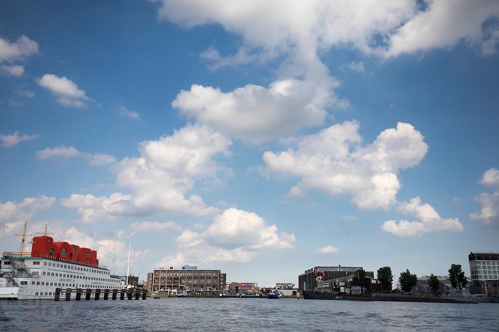 De NDSM werf in Amsterdam met links de hotelboot Hotel de Botel. Het terrein is tegenwoordig een broedplaats en biedt plek aan de creatieve sector.<br /> <br /> The NDSM warf in Amsterdam.