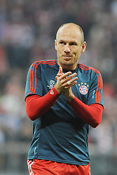 29.04.2014, Allianz Arena, Muenchen, GER, UEFA CL, FC Bayern Muenchen vs Real Madrid, Halbfinale, Ruckspiel, im Bild Arjen Robben (FC Bayern Muenchen) feuert vor Spielbeginn die Fans an. // during the UEFA Champions League Round of 4, 2nd Leg Match between FC Bayern Munich vs Real Madrid at the Allianz Arena in Muenchen, Germany on 2014/04/29. EXPA Pictures © 2014, PhotoCredit: EXPA/ Eibner-Pressefoto/ Stuetzle<br /> <br /> *****ATTENTION - OUT of GER*****