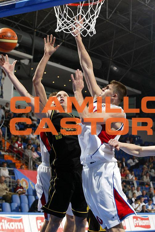 DESCRIZIONE : Vrsac Eurobasket Men 2005 Premiazione Germania-Ucraina<br /> GIOCATORE : Kirilenko Khryapa Kryvych<br /> SQUADRA : Ucraina Ukraine Russia<br /> EVENTO : Eurobasket Men 2005 Campionati Europei Uomini 2005<br /> GARA : Russia Ucraina Russia Ukraine<br /> DATA : 16/09/2005<br /> CATEGORIA :<br /> SPORT : Pallacanestro<br /> AUTORE : Ciamillo&amp;Castoria/Fiba Europe Pool