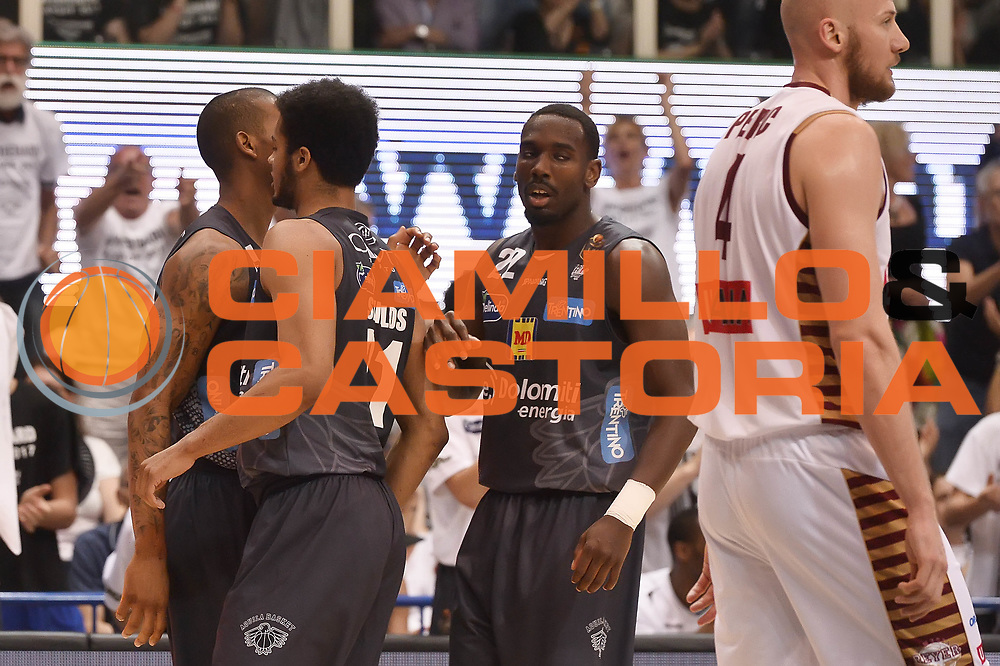 Shields Shavon Hogue Dustin<br /> Dolomiti Energia Aquila Basket Trento - Umana Reyer Venezia<br /> Playoff Gara 4<br /> Lega Basket 2016/2017<br /> Trento 16/06/2017<br /> Foto Ciamillo-Castoria