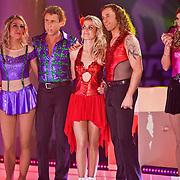 NLD/Hilversum/20110204 - 2e Liveshow Sterren Dansen op het IJs 2011, Vivian Reijs en schaatspartner Nick Keagan, Michael Boogerd en schaatspartner Darya Nucci