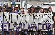Mujeres participan en la concentración para denunciar los asesinatos de mujeres en San Salvador, El Salvador. Mas de un centenar protestaron en el monumento a la constitución solo en la ultima ocho días mas 10 mujeres fueron asesinadas entre ellas profesionales. Photo: Edgar ROMERO/Imagenes Libres.