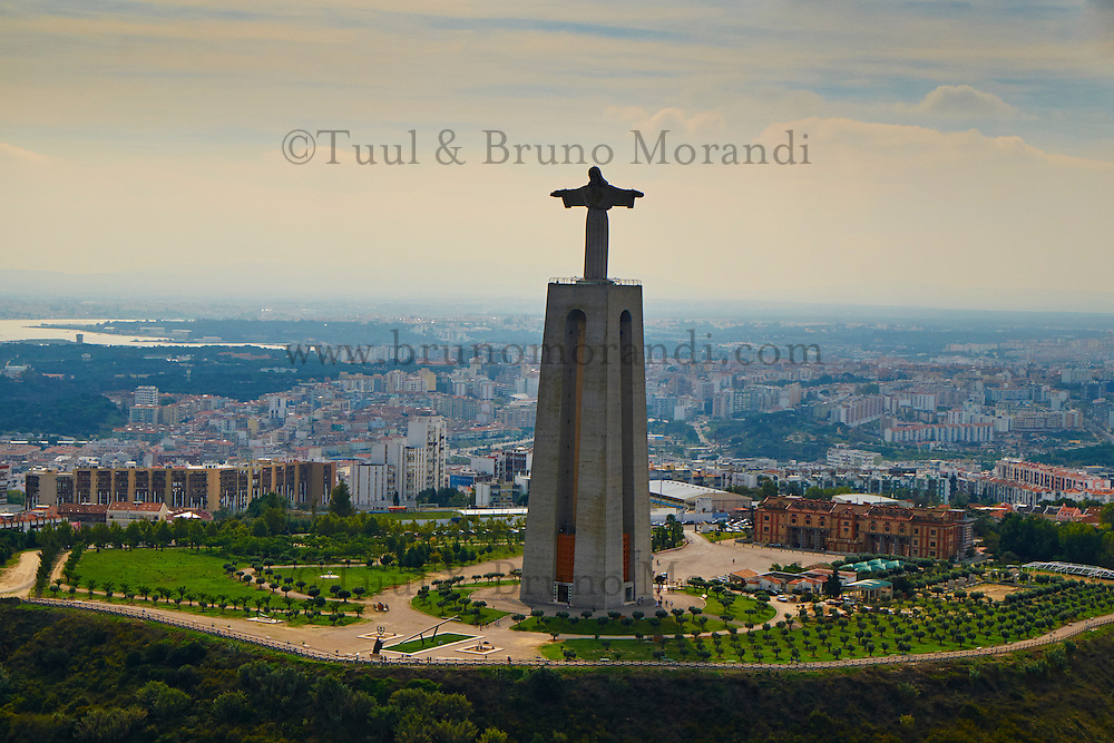 Portugal, Lisbonne, le Christ Roi, statue du Cristo Ré // Portugal, Lisbon, Cristo Ré statue