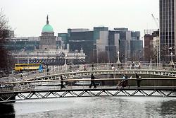 IRELAND DUBLIN 6FEB06 - View onto Halfpenny Bridge and a newly constructed pedestrian bridge across the river Liffey in Dublin city centre.. . jre/Photo by Jiri Rezac. . © Jiri Rezac 2006. . Contact: +44 (0) 7050 110 417. Mobile:  +44 (0) 7801 337 683. Office:  +44 (0) 20 8968 9635. . Email:   jiri@jirirezac.com. Web:    www.jirirezac.com. . © All images Jiri Rezac 2006 - All rights reserved.
