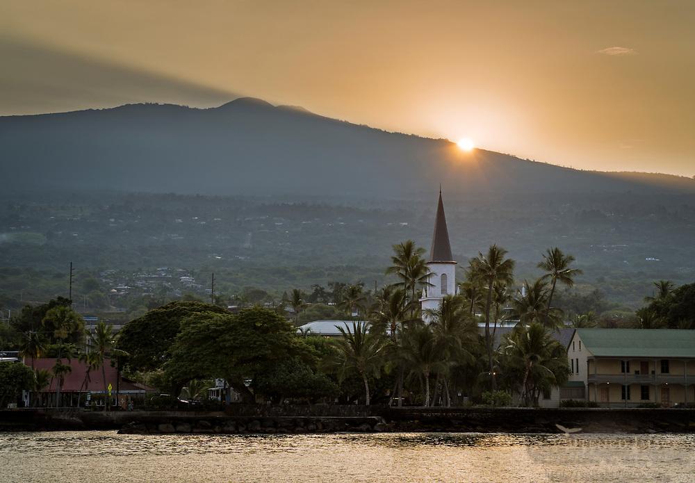Sunrise over old town and waterfront at Kailua-Kona, The Big Island of Hawai'i, Hawaii