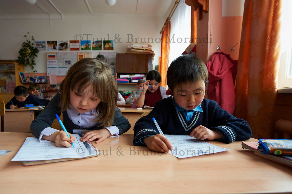 Russie, Siberie, Oblast d'Irkoutsk, lac Baikal, Maloe More ( petite mer), le lac gelé pendant l'hiver, ile d'Olkhon, Khoujir, l'ecole // Russia, Siberia, Irkutsk oblast, Baikal lake, Maloe More (little sea), frozen lake during winter, ile d'Olkhon, Khoujir', the school