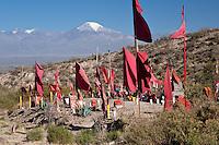 BANDERAS ROJAS EN UN PUESTO DE ADORACION AL GAUCHITO GIL EN EL VALLE DE UCO, VOLCAN TUPUNGATO (6550 msnm) AL FONDO, TUPUNGATO, PROVINCIA DE MENDOZA, ARGENTINA